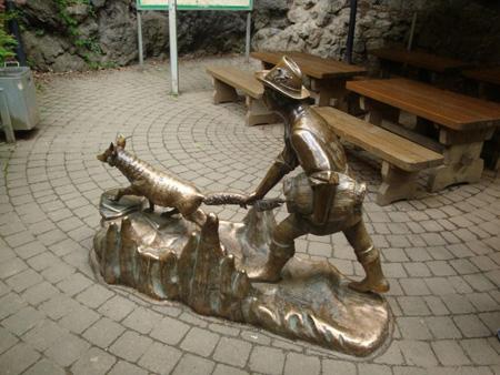 Der Fuchsschwanzhalter, einer Sage nach führte ihn der Fuchs durch die Höhle bis zum Hünentor in Hohenlimburg.