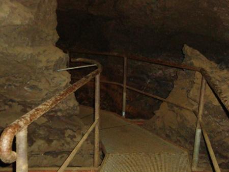 Kluterthöhle, Steg über den Höhlenbach