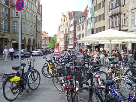 Fahrräder am Cafe in Münster