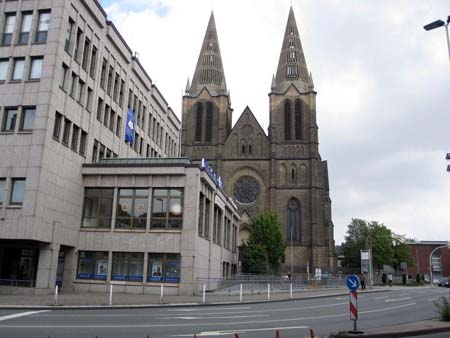 Clemenskirche mit zwei Türmen