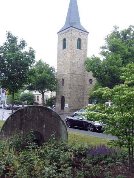 Park und Kirche in Wuppertal-Cronenberg
