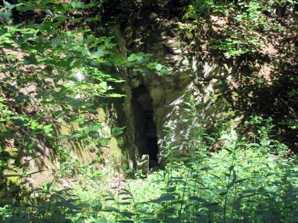 Felsspalte im Naturschutzgebiet Almetal