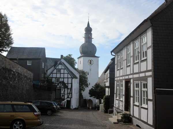 Schlossstraße Arnsberg, hinter dem Glockenturm