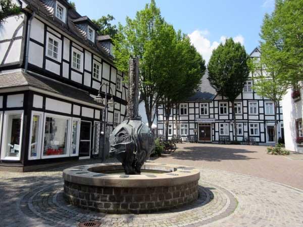 Brunnen - Geschichtsbrunnen