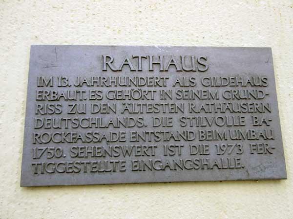 Rathaus mit Inschrift