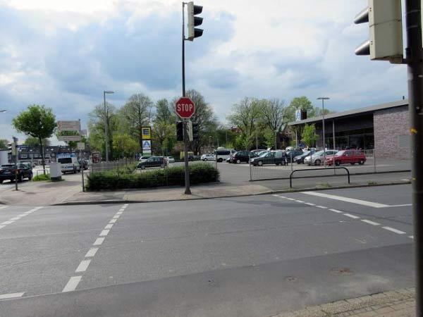 Einkaufszentrum und Evinger Markt