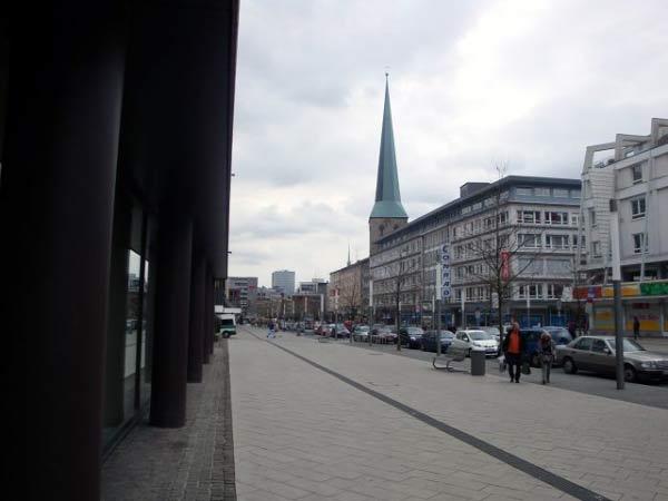 Kampstraße mit Petrikirche