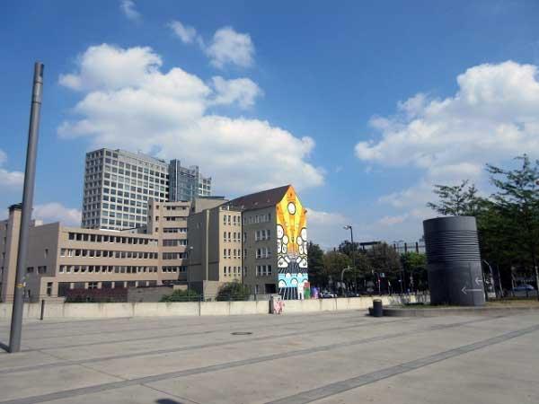 Vorplatz Dortmunder U - Blick auf Harenberg-Center