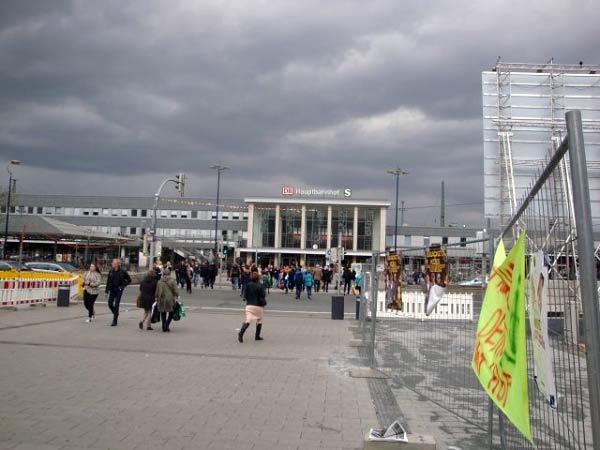 Fußgänger-Überweg Hauptbahnhof