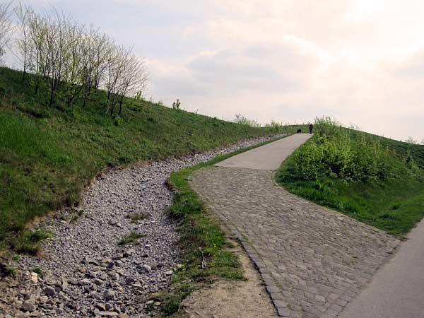 Aufgang zur Halde Duisburg-Angerhausen