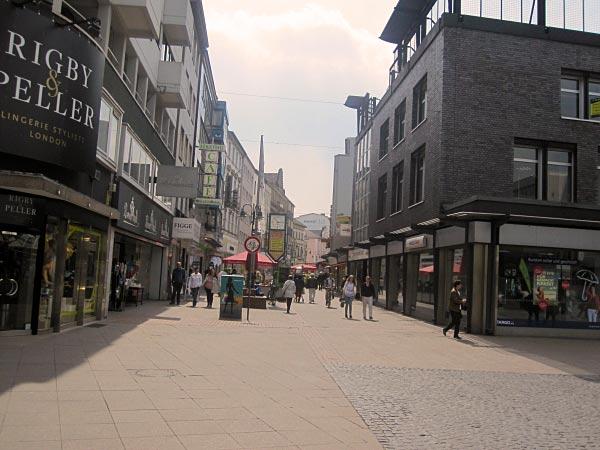 Duisburg Fußgängerzone: Die Nebenstraßen sind ebenfalls für Fußgänger reserviert.