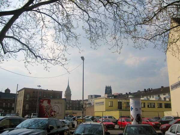 Die Salvatorkirche (rechts)