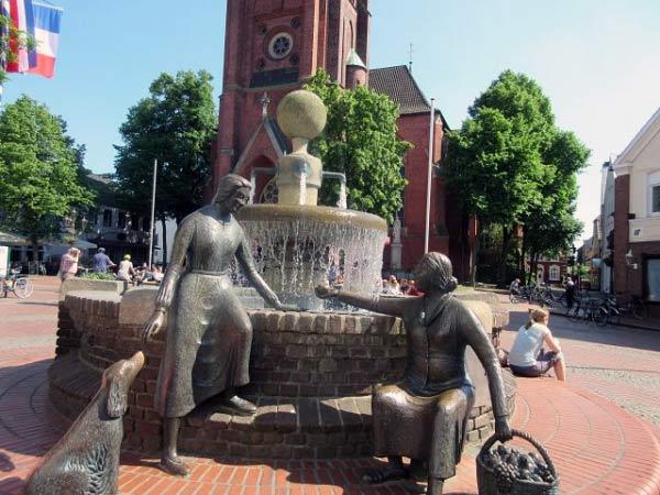 Haltern - Brunnen vor der Kirche
