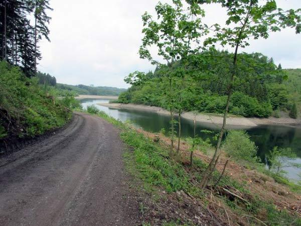 Uferweg am Ende