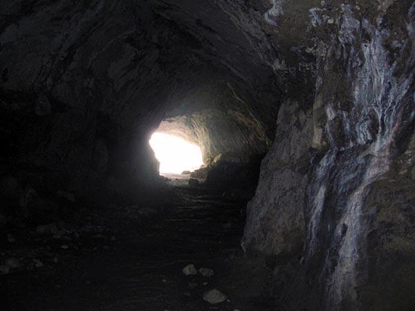 Tief in der Höhle