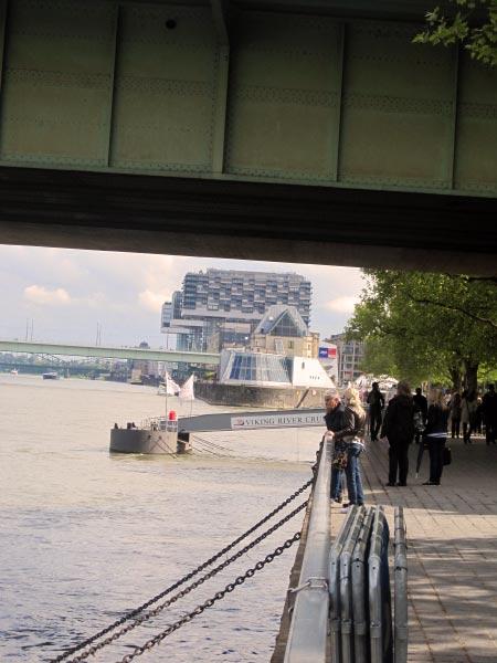 Köln Moderne Neubauten am Rhein