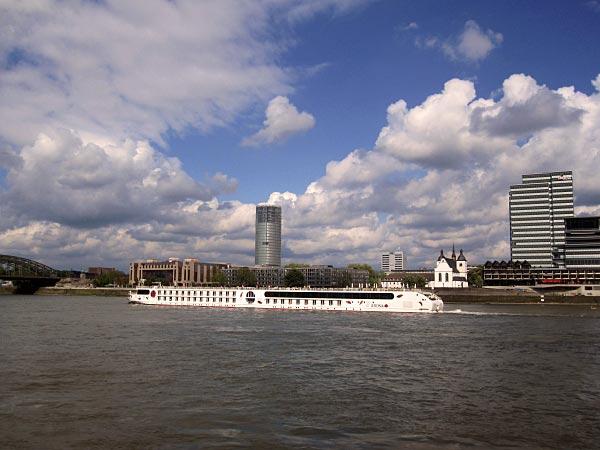 Das gegenüberliegende Rheinufer