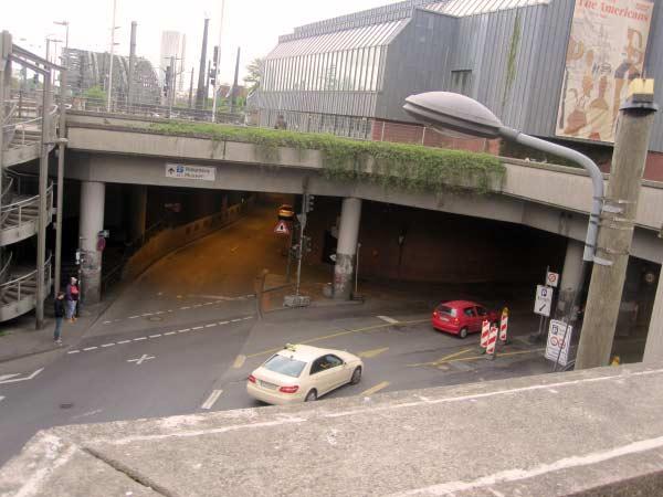 Köln - Tunnel in zwei Richtungen