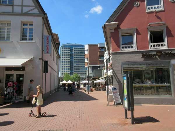 Rathaus und Wochenmarkt