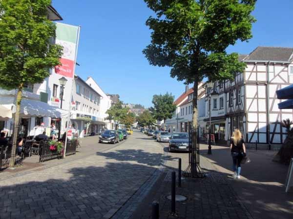 Die Einkaufsstraße in Niedermarsberg