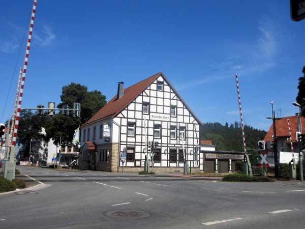 Marsberg Fachwerkhaus am Bahnübergang