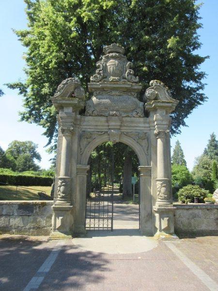 Friedhofs-Portal