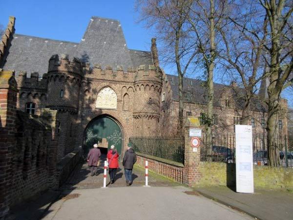 Schloss Paffendorf - Eingang zum Schlosshof