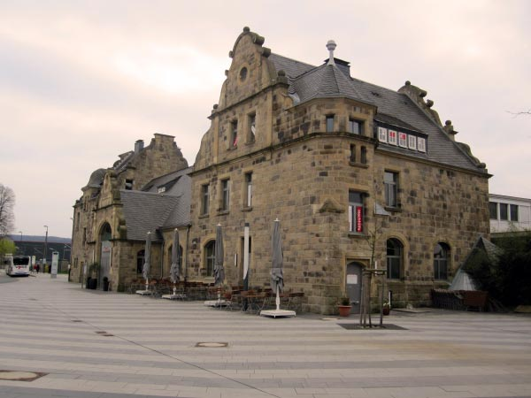 Bahnhof für Züge und Busse