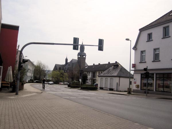 Kaiserstraße mit dem Rathaus