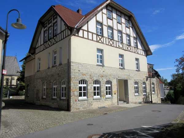 Ebenfalls historisch: Das Gemeindehaus